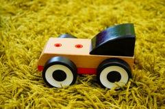 Ξύλινο αυτοκίνητο παιχνιδιών Στοκ εικόνα με δικαίωμα ελεύθερης χρήσης