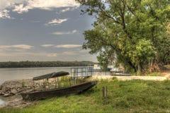 Ξύλινο αλιευτικό σκάφος HDR στην ακτή ποταμών Δούναβη Στοκ Φωτογραφίες