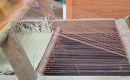 Ξύλινο βαμβάκι περιστροφής παράδοσης αργαλειών χεριών Στοκ Εικόνα