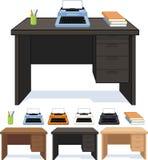 Ξύλινο γραφείο με το σύνολο γραφομηχανών απεικονίσεων Στοκ φωτογραφία με δικαίωμα ελεύθερης χρήσης