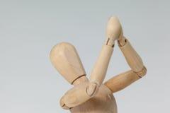 Ξύλινο ειδώλιο και με τα δύο χέρια που ενώνονται Στοκ φωτογραφία με δικαίωμα ελεύθερης χρήσης