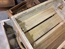 Ξύλινο εμπορευματοκιβώτιο με τις λαβές σχοινιών Στοκ Εικόνες