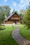 Ξύλινο εξοχικό σπίτι Στοκ φωτογραφία με δικαίωμα ελεύθερης χρήσης