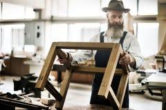 Ξύλινο εργαστήριο βιοτεχνίας ξυλουργικής χειροτεχνίας ξυλουργών συμπυκνωμένο Στοκ Φωτογραφίες