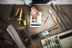 Ξύλινο εργαστήριο βιοτεχνίας ξυλουργικής χειροτεχνίας ξυλουργών συμπυκνωμένο Στοκ εικόνες με δικαίωμα ελεύθερης χρήσης