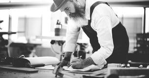 Ξύλινο εργαστήριο βιοτεχνίας ξυλουργικής χειροτεχνίας ξυλουργών συμπυκνωμένο Στοκ φωτογραφίες με δικαίωμα ελεύθερης χρήσης