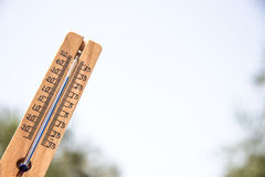 Ξύλινο θερμόμετρο Στοκ Φωτογραφία