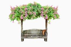 Ξύλινο κάθισμα με το ρόδινο λουλούδι Στοκ Εικόνες