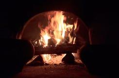 Ξύλινο κάψιμο στο φούρνο Στοκ εικόνες με δικαίωμα ελεύθερης χρήσης