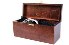 Ξύλινο κιβώτιο με τα διαφορετικά κοσμήματα Στοκ εικόνα με δικαίωμα ελεύθερης χρήσης