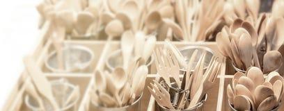 Ξύλινο κουτάλι στην ξύλινη σανίδα Στοκ εικόνες με δικαίωμα ελεύθερης χρήσης