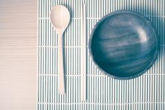 Ξύλινο κύπελλων και chopstick κουταλιών εκλεκτής ποιότητας ύφος Στοκ εικόνες με δικαίωμα ελεύθερης χρήσης