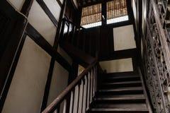 Ξύλινο κλιμακοστάσιο του αρχαίου κινεζικού κτηρίου κατοικιών Στοκ εικόνα με δικαίωμα ελεύθερης χρήσης