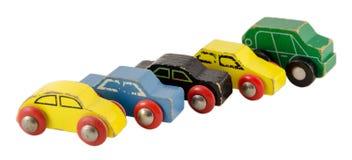 Ξύλινο μικροσκοπικό ζωηρόχρωμο παιχνίδι αυτοκινήτων που απομονώνεται στο λευκό Στοκ Εικόνα