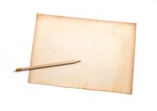 Ξύλινο μολύβι σε παλαιό χαρτί ρύπου Στοκ εικόνες με δικαίωμα ελεύθερης χρήσης