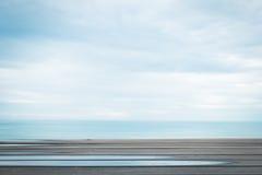 Ξύλινο πάτωμα ή διαστημικό πάτωμα με την άποψη θάλασσας Στοκ Εικόνες