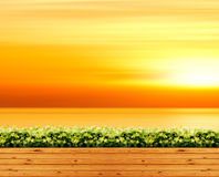 Ξύλινο πάτωμα στο υπαίθριο πάρκο και το πορτοκαλιά φως του ήλιου ουρανού και το υπόβαθρο θάλασσας Στοκ εικόνες με δικαίωμα ελεύθερης χρήσης