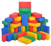 Ξύλινο παιχνίδι οικοδόμησης κάστρων κύβων παιχνιδιών Στοκ Εικόνες