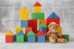Ξύλινο παιχνίδι οικοδόμησης κάστρων κύβων παιχνιδιών Στοκ Φωτογραφία