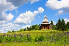 Ξύλινο παρατηρητήριο στο μουσείο κάτω από το ανοιχτό ουρανό σε Khokhlovka Στοκ Φωτογραφία