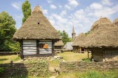 Ξύλινο παραδοσιακό ρουμανικό σπίτι Στοκ Εικόνες