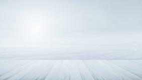 Ξύλινο πεζούλι με τη θολωμένη έννοια υποβάθρου θερμά χρώματα και Στοκ Φωτογραφία