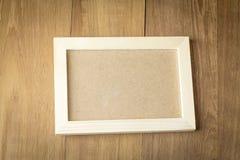 Ξύλινο πλαίσιο στο ξύλινο υπόβαθρο πινάκων Στοκ Εικόνα