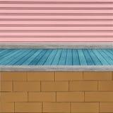 Ξύλινο ράφι για το υπόβαθρο Υπόβαθρο για την έννοια επίδειξης προϊόντων Στοκ φωτογραφία με δικαίωμα ελεύθερης χρήσης