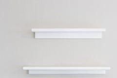 Ξύλινο ράφι τοίχων στοκ φωτογραφίες με δικαίωμα ελεύθερης χρήσης