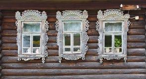Ξύλινο ρωσικό σπίτι Στοκ φωτογραφία με δικαίωμα ελεύθερης χρήσης