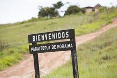 Ξύλινο σημάδι εισόδων στο εθνικό πάρκο Canaima στοκ εικόνα