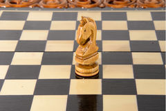 Ξύλινο σκάκι Γραπτός ιππότης Στοκ φωτογραφία με δικαίωμα ελεύθερης χρήσης
