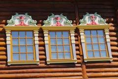 Ξύλινο σπίτι παραθύρων Στοκ Φωτογραφίες