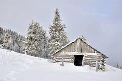 Ξύλινο σπίτι στα mounains Στοκ Εικόνα