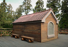 Ξύλινο σπίτι στο δάσος Στοκ Εικόνες