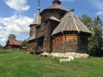 Ξύλινο σπίτι στο αγρόκτημα Στοκ φωτογραφίες με δικαίωμα ελεύθερης χρήσης