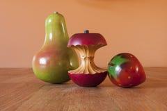 Ξύλινο τρίο φρούτων στοκ φωτογραφία