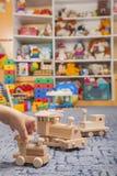 Ξύλινο τραίνο στο δωμάτιο παιχνιδιού Στοκ εικόνα με δικαίωμα ελεύθερης χρήσης