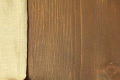 Ξύλινο υπόβαθρο με το λινό Στοκ Εικόνες