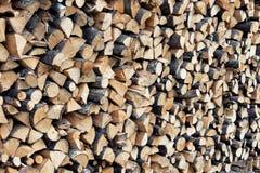 Ξύλινο υπόβαθρο σύστασης με τα διάφορα ξύλινα χοντρά κομμάτια μορφών και μεγέθους Στοκ εικόνα με δικαίωμα ελεύθερης χρήσης