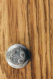 Ξύλινο υπόβαθρο σύστασης σανίδων καφετί, μπουλόνι Στοκ εικόνα με δικαίωμα ελεύθερης χρήσης