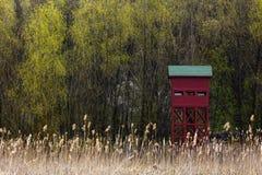 Ξύλινο υψηλό κάθισμα κυνηγών Στοκ φωτογραφίες με δικαίωμα ελεύθερης χρήσης