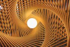 Ξύλινο φως λαμπτήρων πολυτέλειας με το θερμό φωτισμό Στοκ Εικόνες