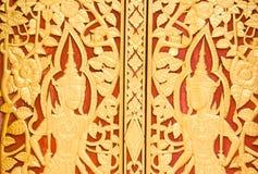 Ξύλινο χαράζοντας αποτυπωμένο σε ανάγλυφο η Ταϊλάνδη σχέδιο. Στοκ Εικόνες