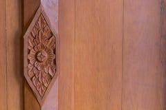 Ξύλινο χαρασμένο ταϊλανδικό ύφος Στοκ Εικόνα