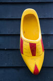 ξύλινο clog, παραδοσιακά ολλανδικά παπούτσια Στοκ Φωτογραφίες