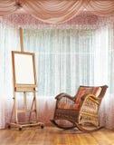 Ξύλινο easel και ψάθινη σύνθεση καρεκλών λικνίσματος Στοκ Φωτογραφίες