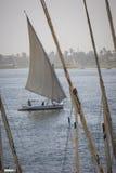 Ξύλινο felucca βαρκών στον ποταμό του Νείλου σε Aswan, Αίγυπτος, ο Βορράς AF Στοκ Εικόνες