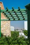 Ξύλινο gazebo στεγών, προστασία ήλιων Στοκ φωτογραφία με δικαίωμα ελεύθερης χρήσης
