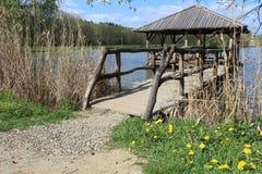 Ξύλινο gazebo στη λίμνη κοντά στην πόλη Velehrad στοκ εικόνα με δικαίωμα ελεύθερης χρήσης